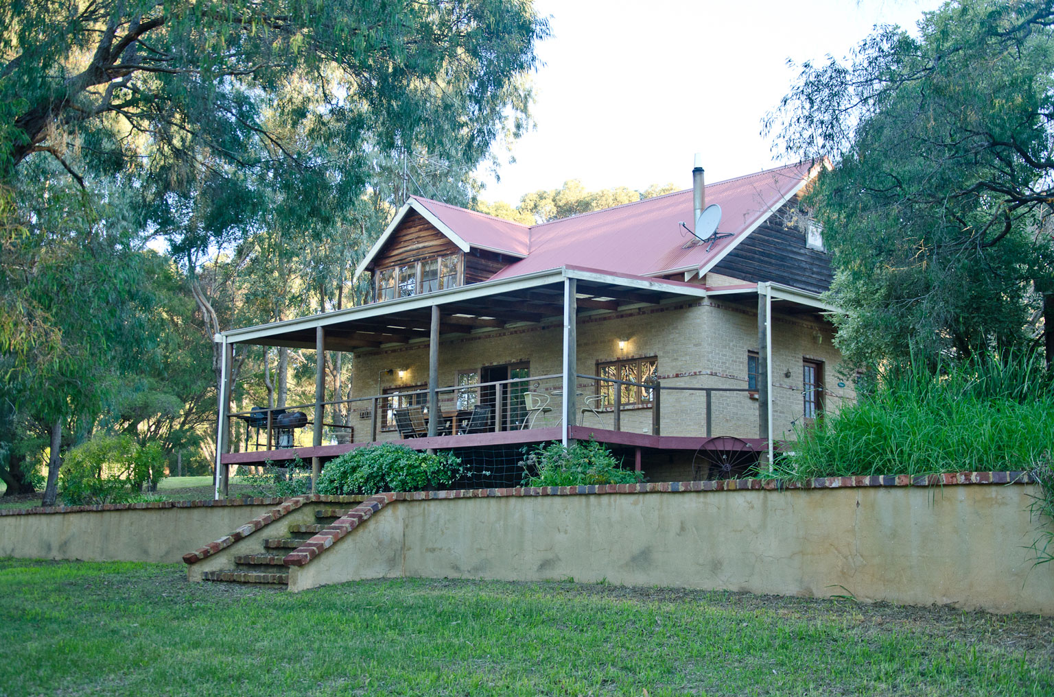 Bushy 39 s dream cottage our rates and tarrif specials for Family cottages